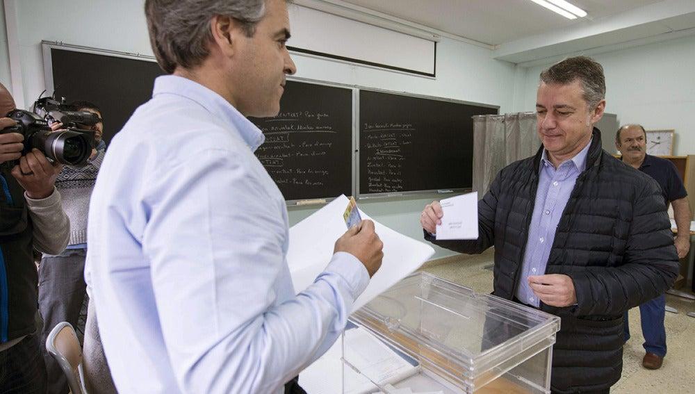 El lehendakari, Iñigo Urkullu, vota en las elecciones europeas