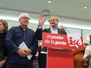 Willy Meyer, cabeza de lista de IU a las elecciones europeas, y Cayo Lara.