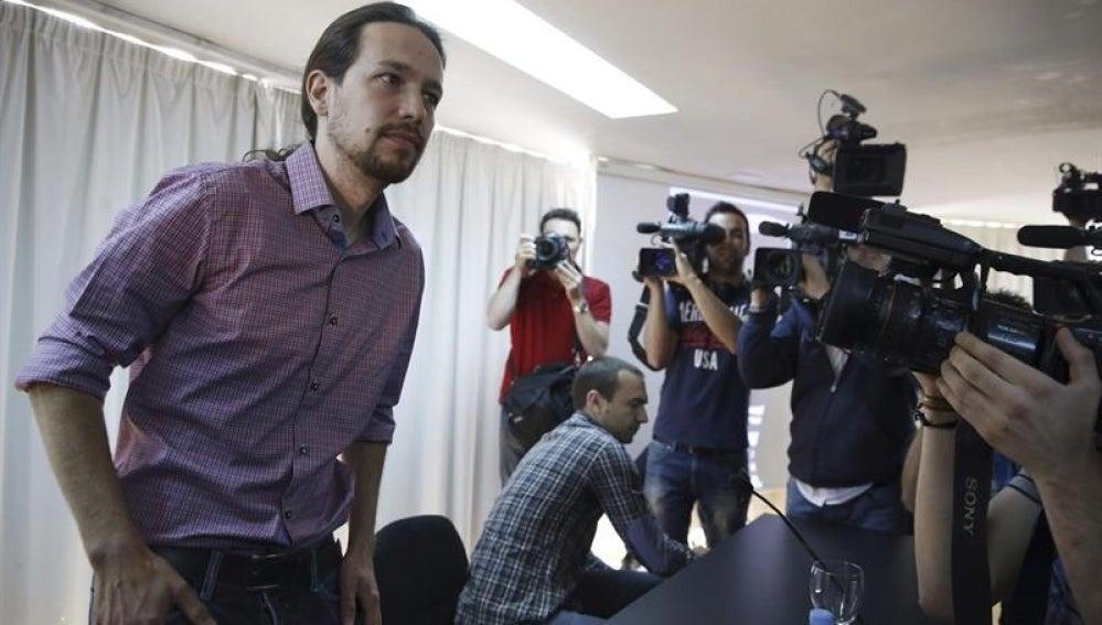 Pablo Iglesias, al comienzo de la rueda de prensa en el Círculo de Bellas Artes de Madrid