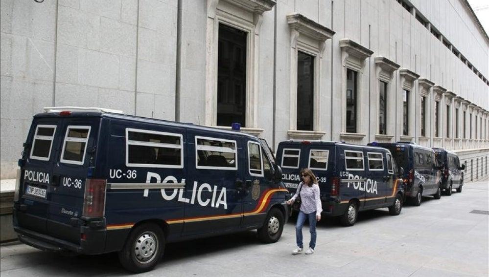 Policías alrededor del Congreso de los Diputados