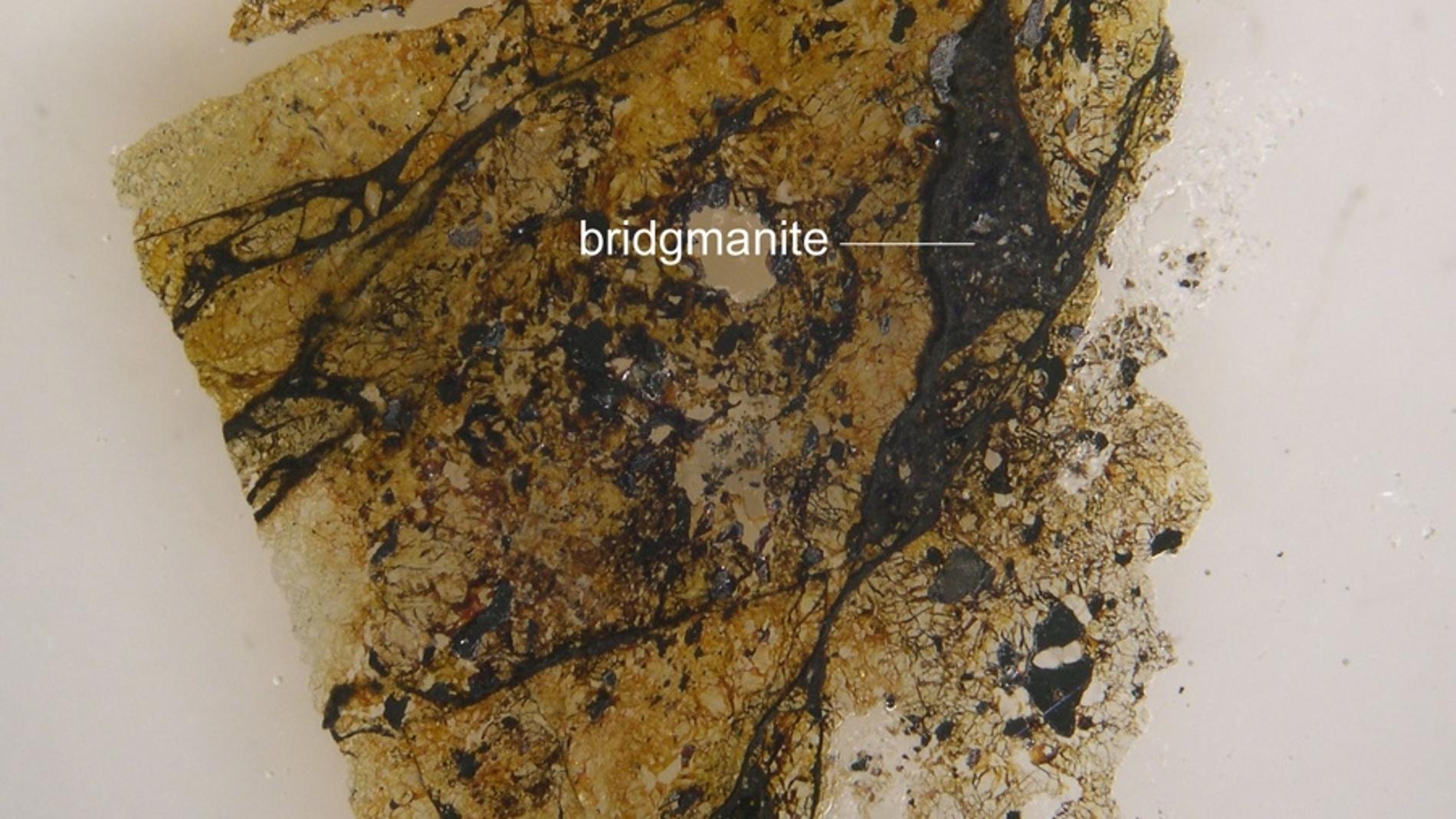 Bridgmanita, en restos de un meteorito caído hace siglos