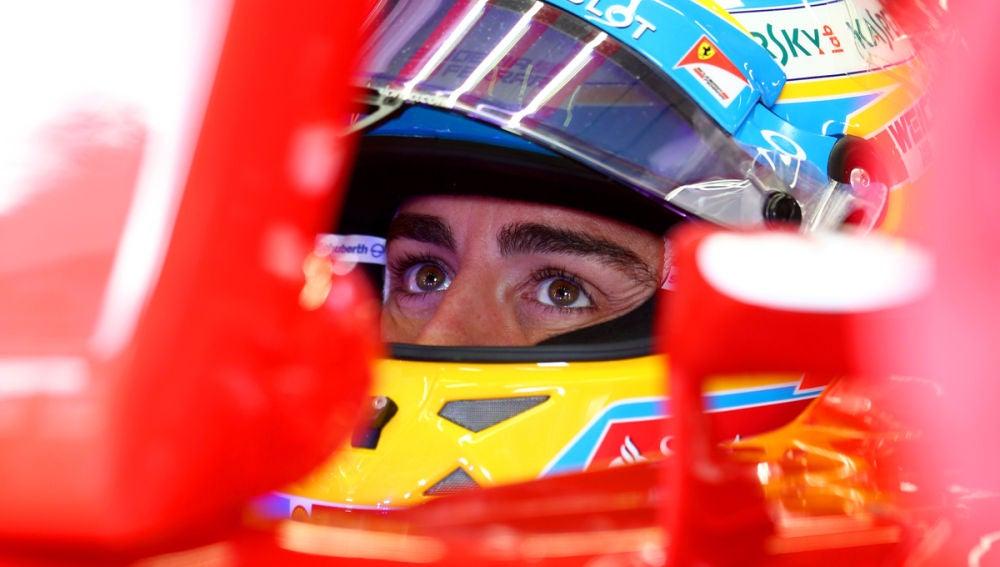 Alonso, en el cockpit del Ferrari
