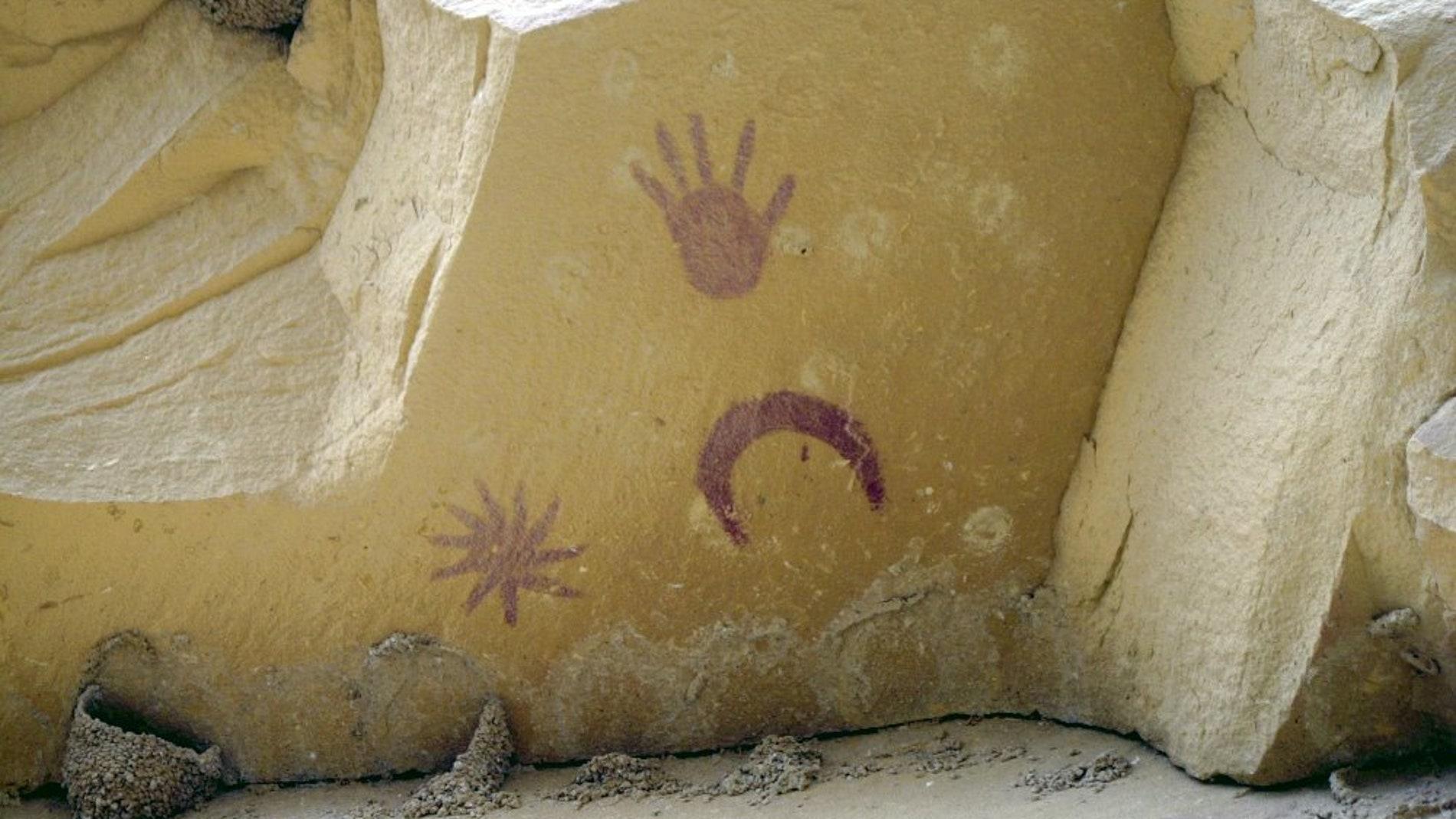 Parte de la talla en piedra que realizaron los indios Anasazi donde representaron la estrella invitada que apareció en el cielo