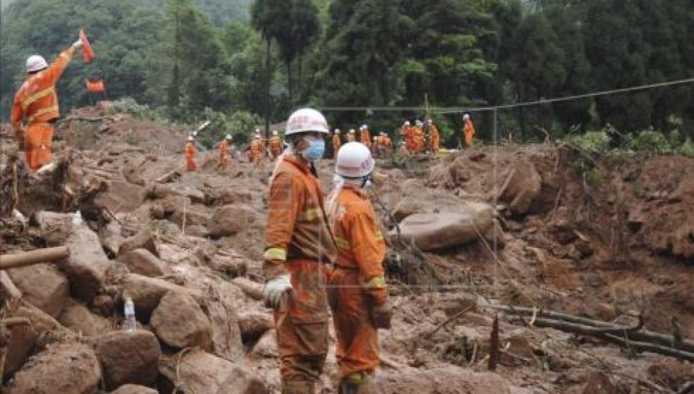 Un equipo de rescate trabajan en una operación