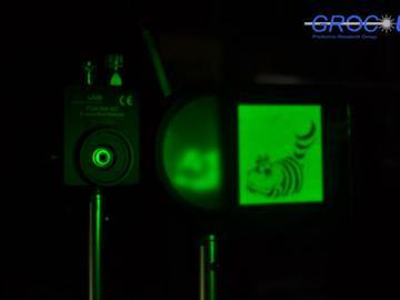 Sistema empleado en el experimento, con la imagen del gato de Cheshire