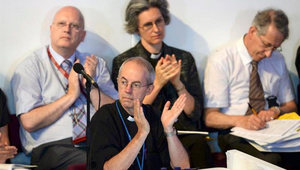 La Iglesia anglicana debate el acceso de las mujeres al obispado