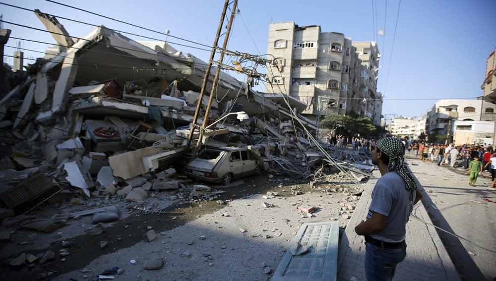 Un edificio destruido por una bomba en la Franja de Gaza