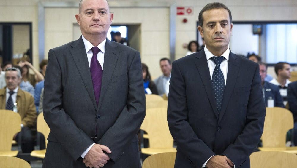 El ex jefe superior de Policía del País Vasco Enrique Pamiés (i), y el exinspector José María Ballesteros (d)