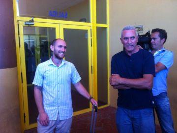 Carlos Cano y Diego Cañamero, a la salida de prisión