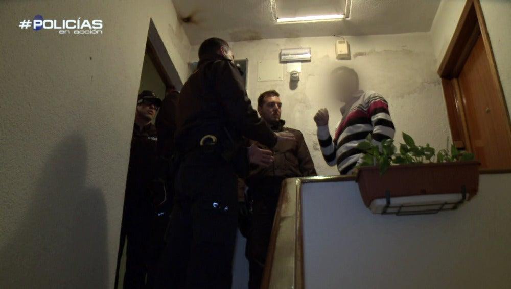 La Policía habla con el marido en estado ebrio