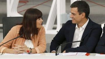 Pedro Sánchez y Micaela Navarro