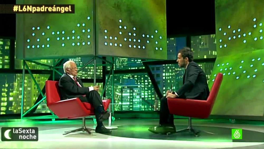 El padre Ángel charla con Javier Gómez