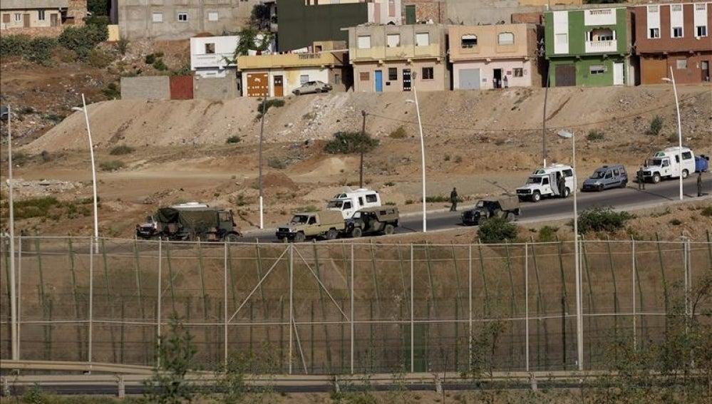 Dispositivo de seguridad desplegado en la valla perimetral que separa Melilla de Marruecos.