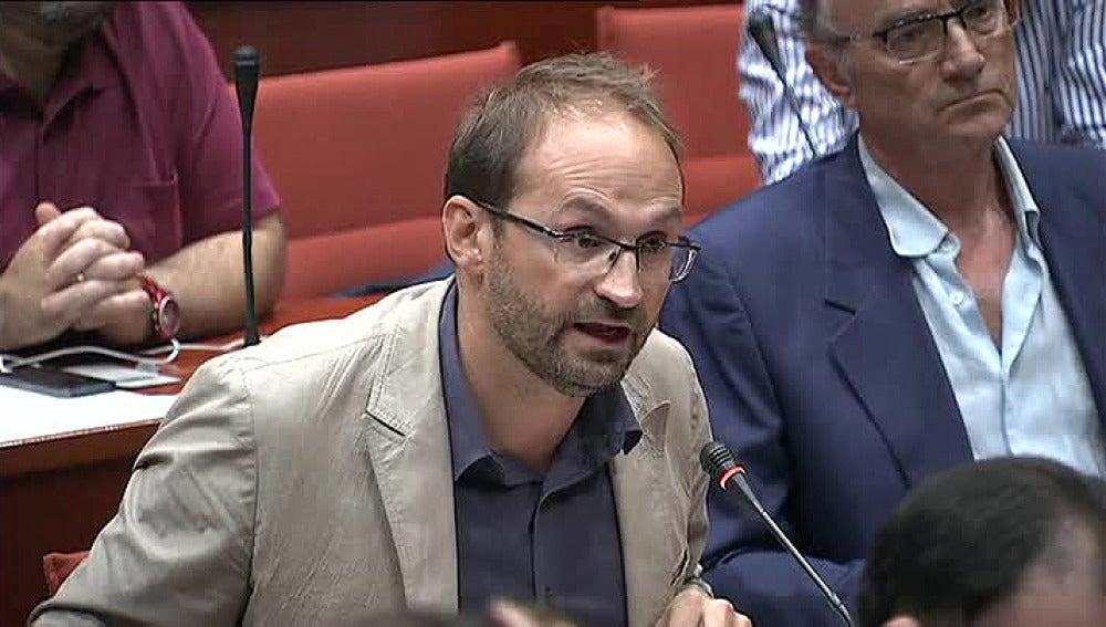El líder de ICV, Joan Herrera, durante la comparecencia de Pujol en el Parlament