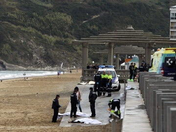 Fallecen dos personas cuando hacían surf en la playa de Zarautz (Guipúzcoa)
