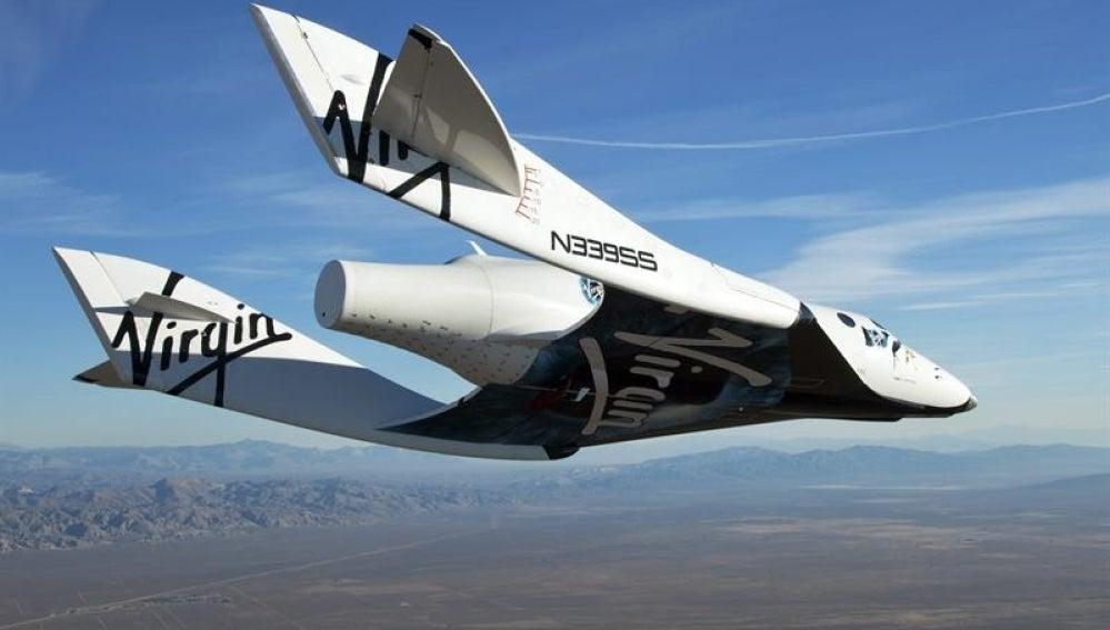 La nave Virgin Galactic durante un vuelo