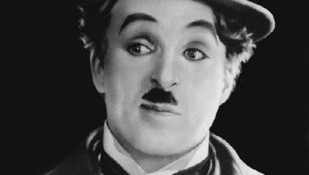 Charles Chaplin, el bigote hitleriano