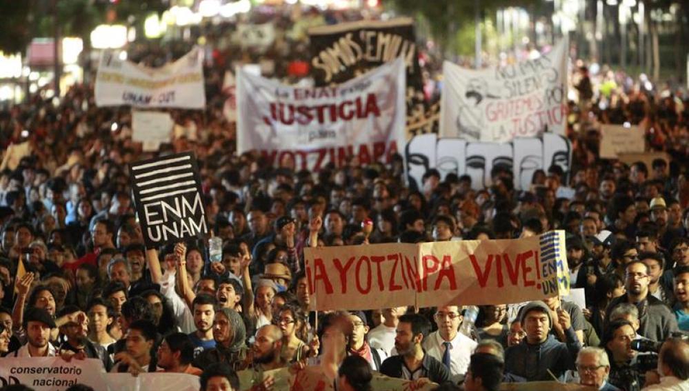 mexicanos se unen en grito por los 43 estudiantes desaparecidos de Ayotzinapa