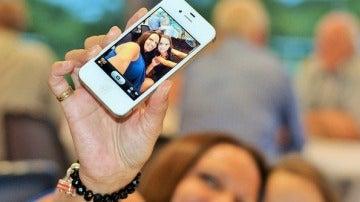 Lo sentimos, la palabra 'selfie' no ha entrado en la RAE