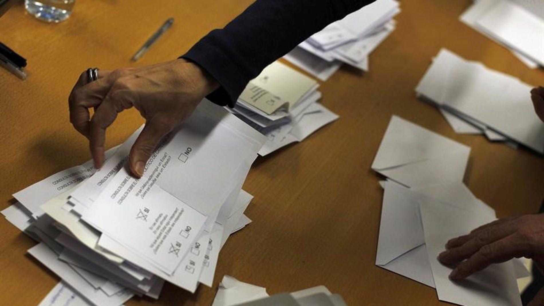 Detalle de un recuento en uno de los puntos de votaciones en el 9N