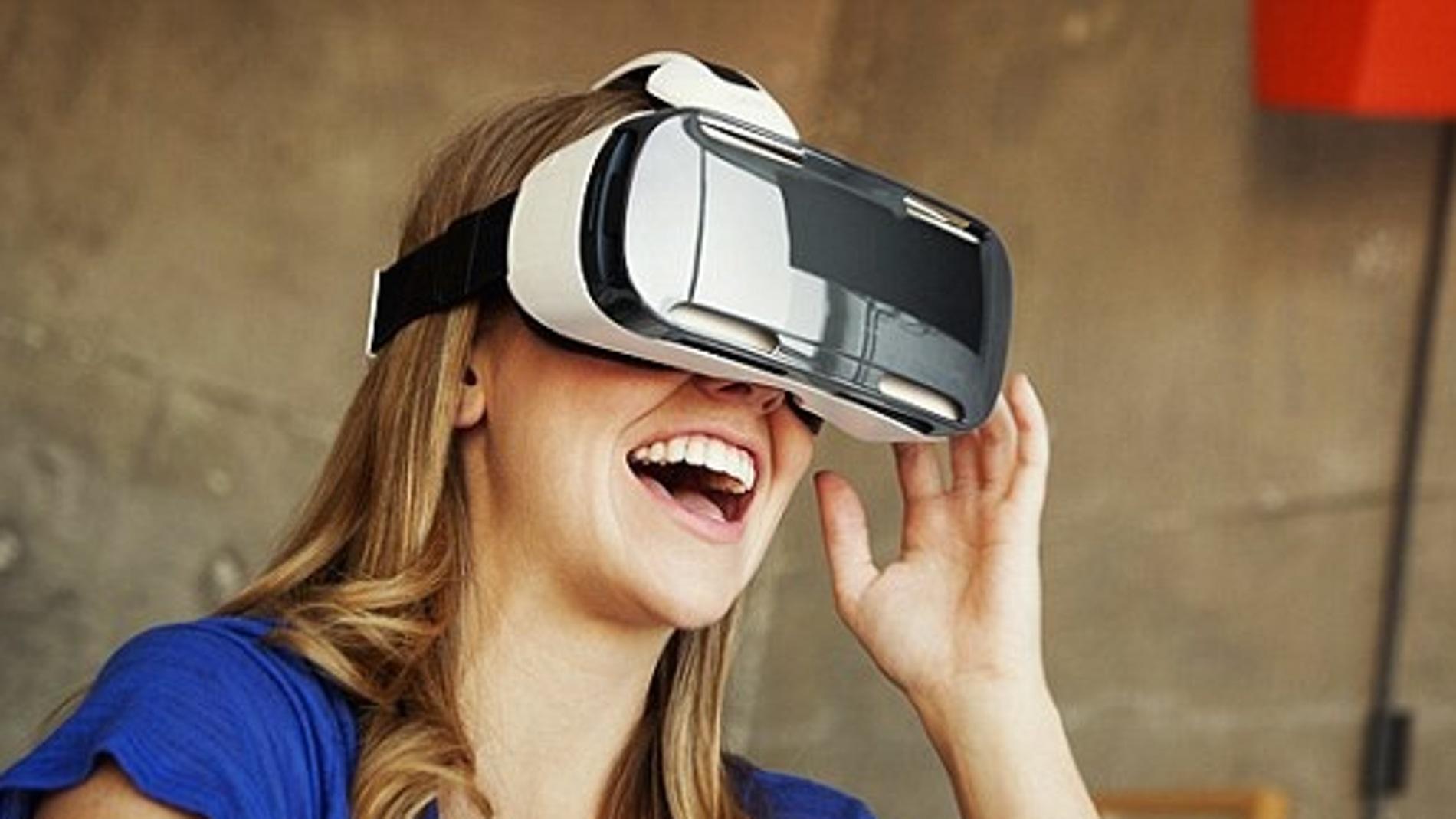 Samsung apuesta por la realidad virtual con sus gafas y una cámara 360º