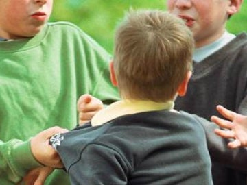 Un niño sufriendo acoso escolar