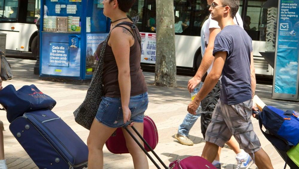 Imagen de archivo de jóvenes turistas