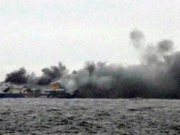 El ferry, echando humo