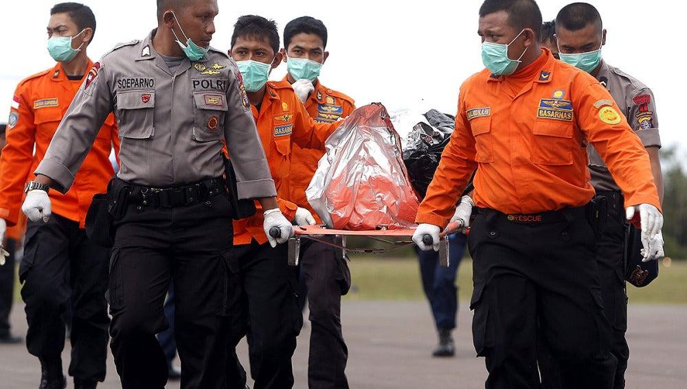 Comienza la recuperación de víctimas mortales del  avión siniestrado