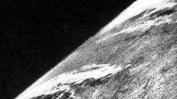 Primera fotografía de la Tierra desde el Espacio