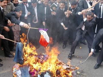 No sólo en Níger, en otros países, como Pakistán, se han quemado banderas francesas en protesta por las caricaturas de Mahoma