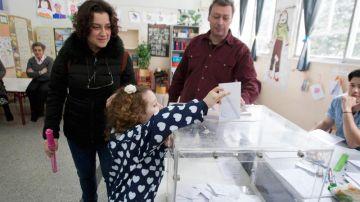 Hasta un 18% de votantes indecisos decidirán el futuro de Grecia