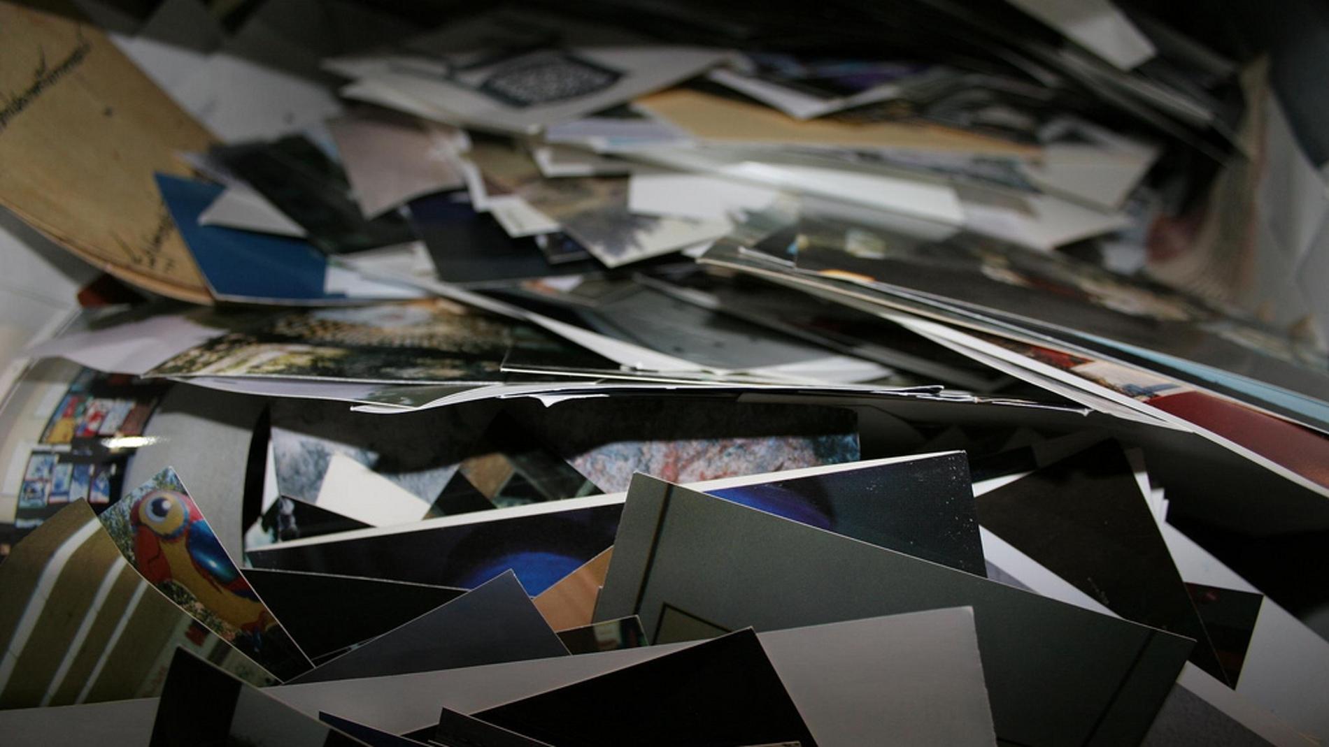 Papel con fotografías en ellos