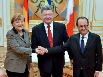 Merkel y Hollande junto al presidente de Ucrania, Petró Poroshenko