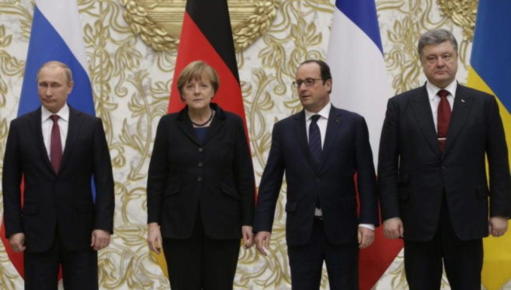 Vladimir Putin, Angela Merkel, Francois Hollande y Petro Poroshenko durante la cumbre de Minsk.