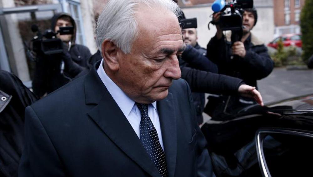 Dominique Strauss Kahn a la salida de los juzgados