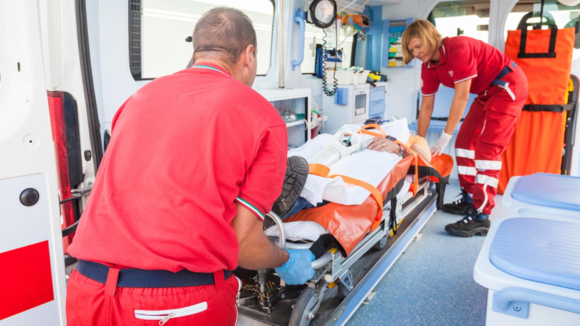 Paciente infartado trasladado en ambulan