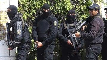 Agentes de la policía de Túnez