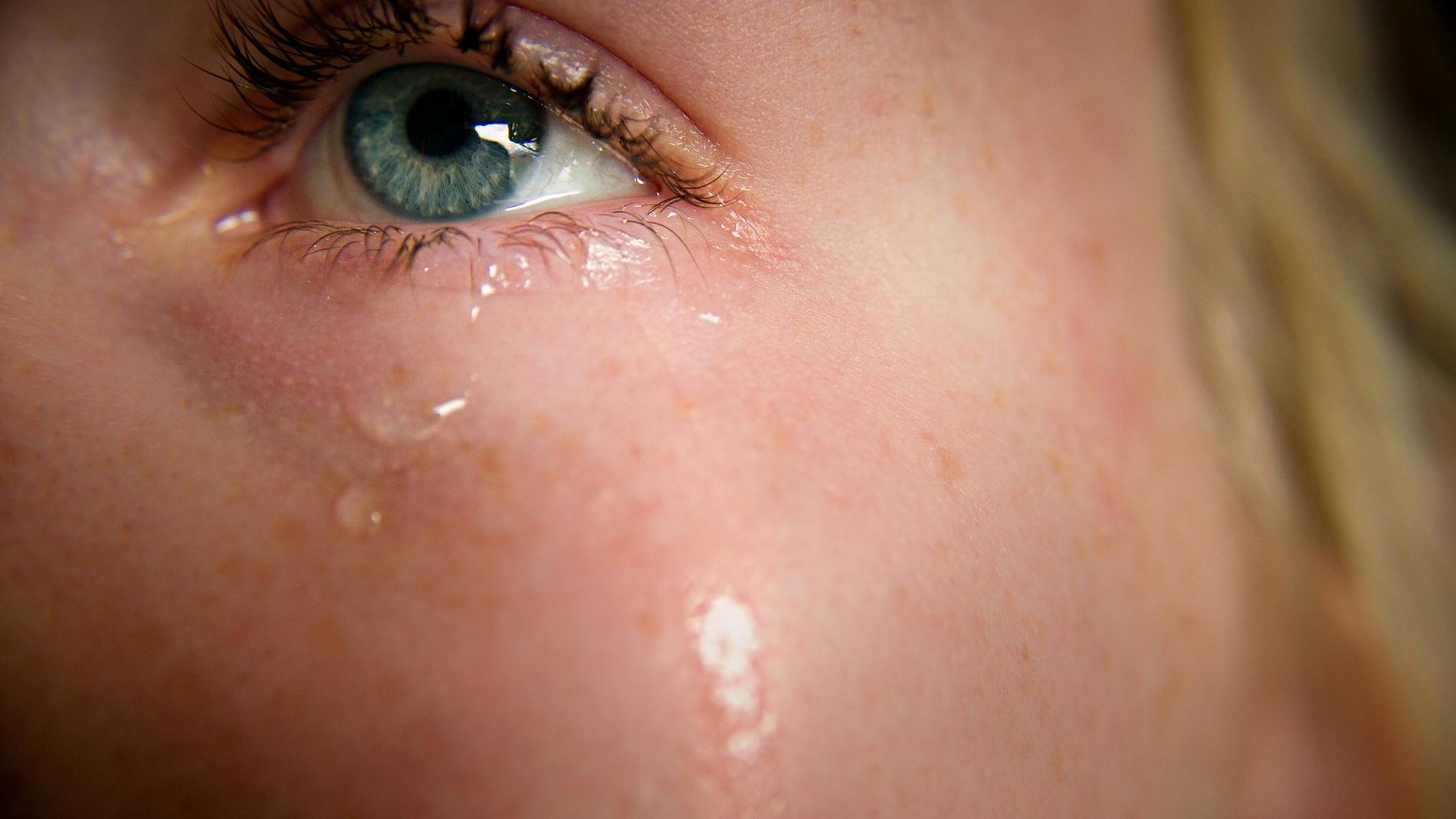 Una persona llora