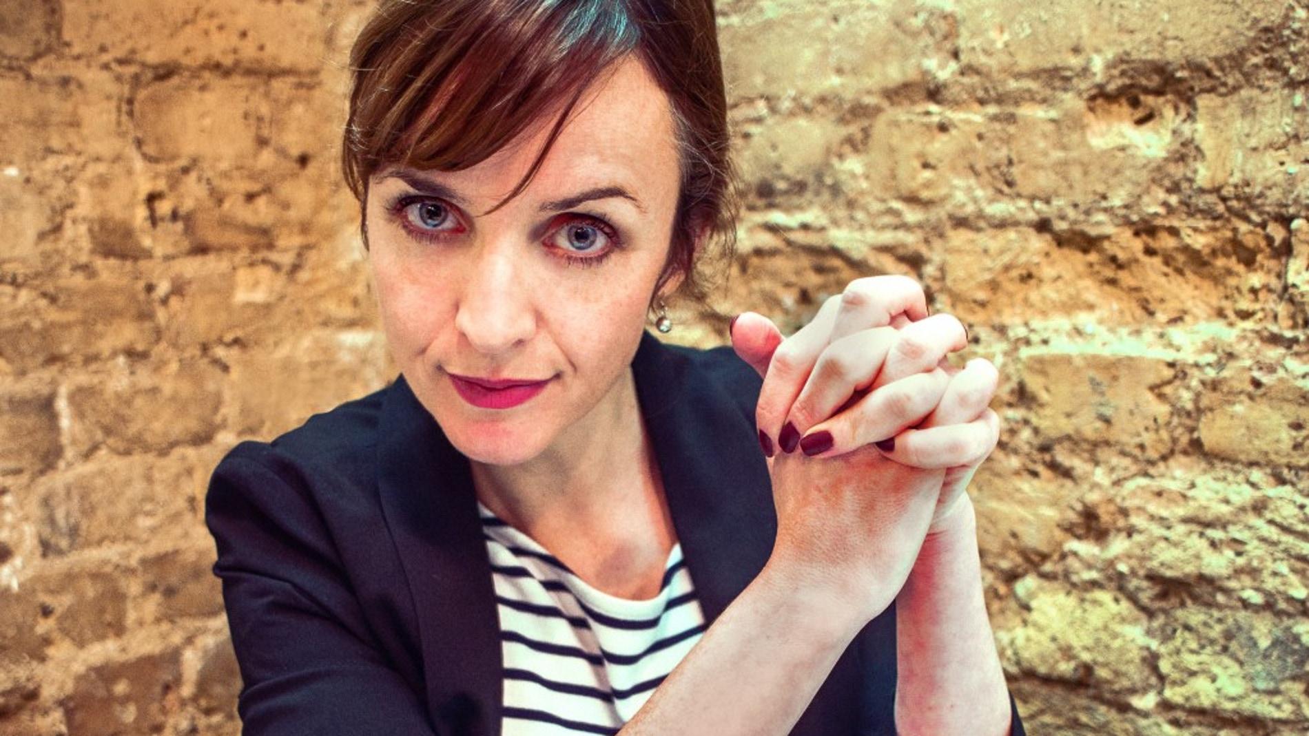 Karen, la 'life coach' virtual que te pondrá los pelos de punta