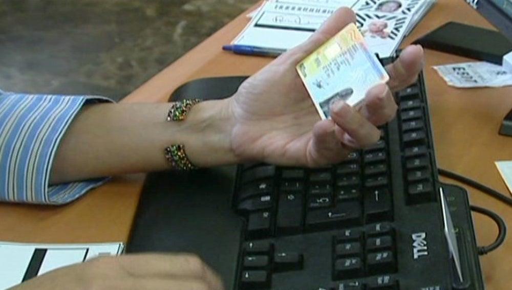 Un DNI, en proceso de digitalización bancaria