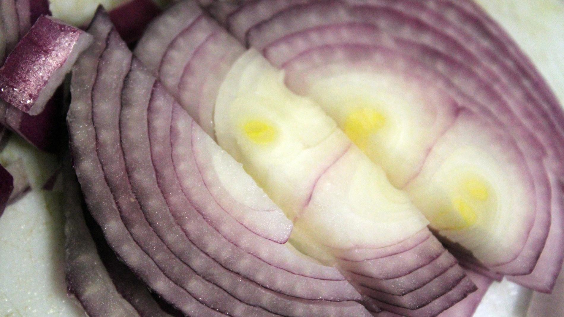 Imagen de una cebolla cortada