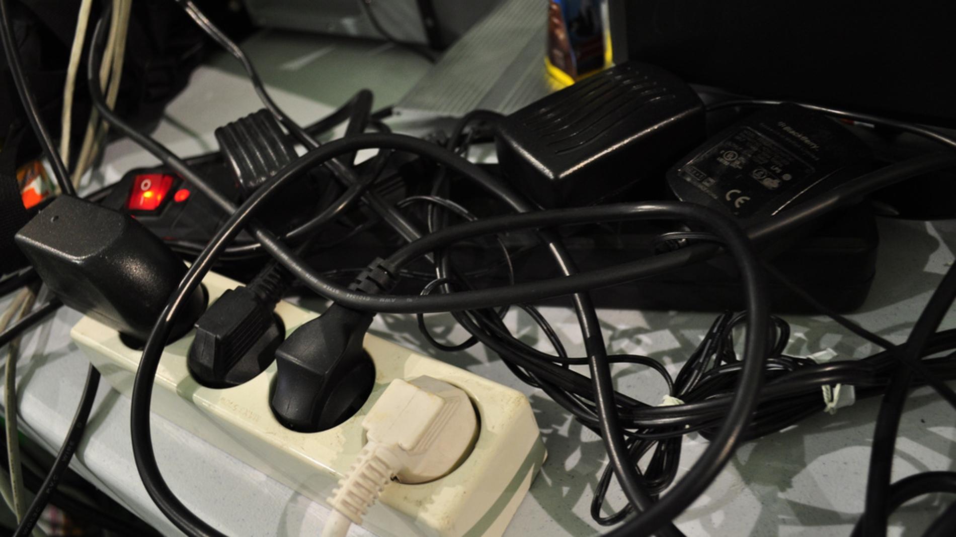 Colección de cables y enchufes