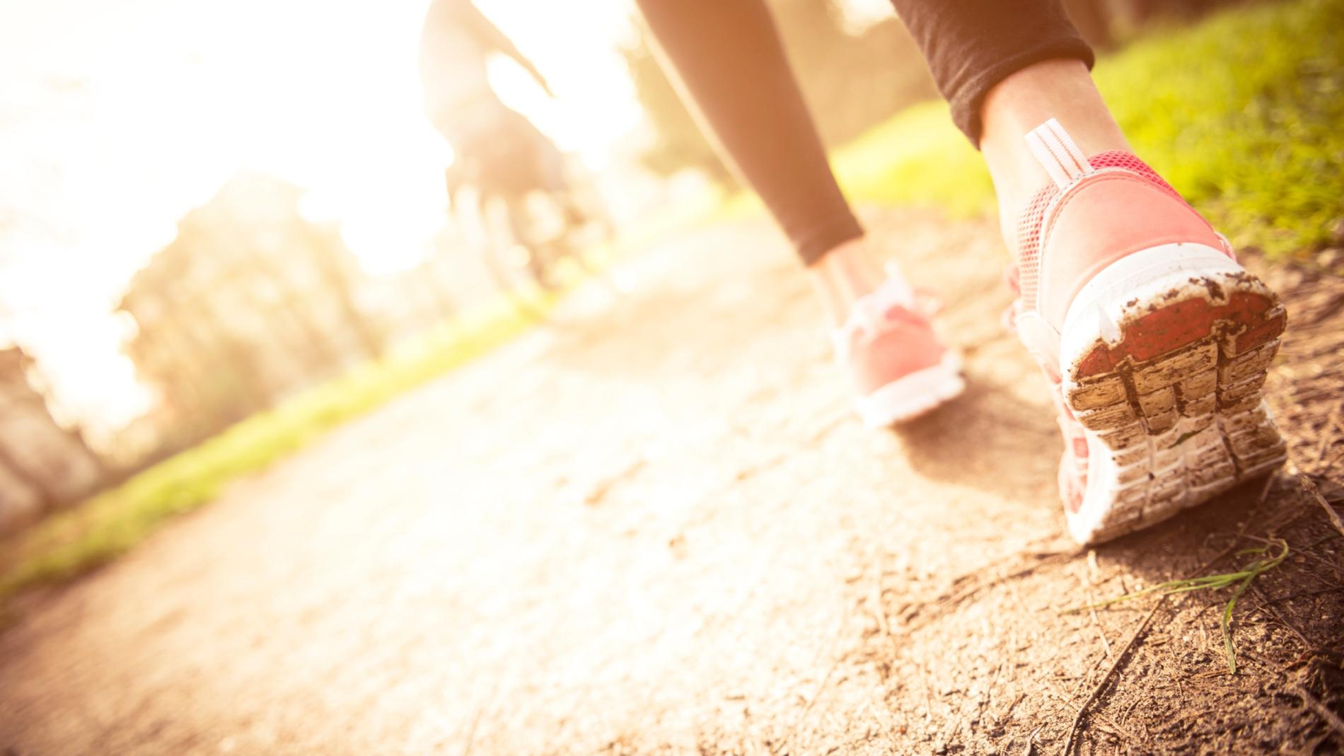 Si andas dos minutos cada hora, puedes aumentar tu esperanza de vida