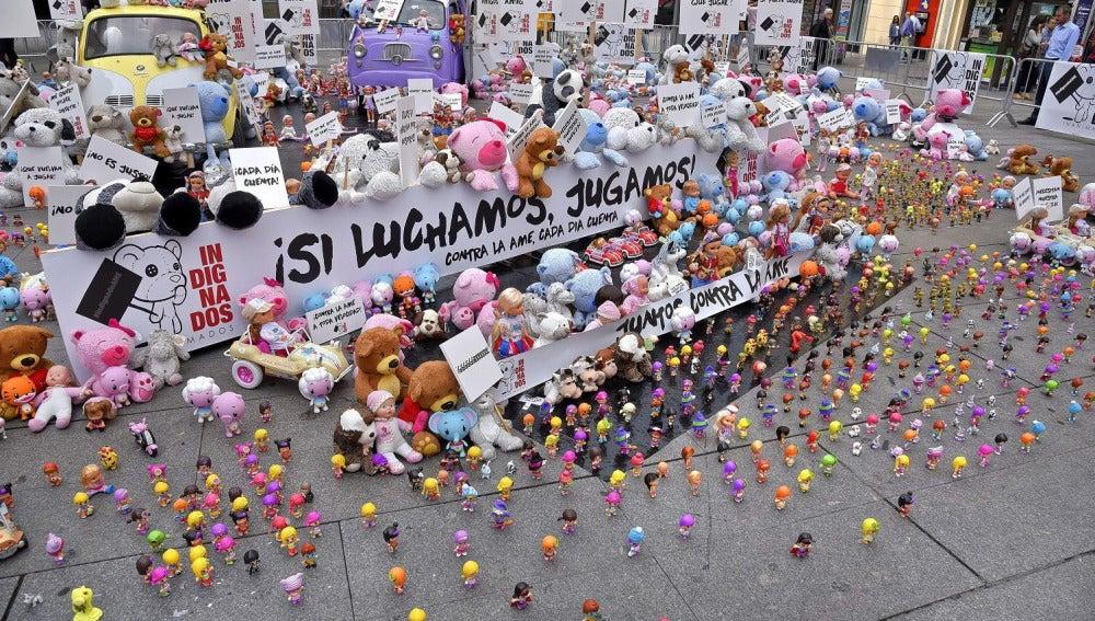 Miles de juguetes se indignan en Callao por no poder jugar con los niños. Fotografía facilitada por la Fundación Atrofia Muscular