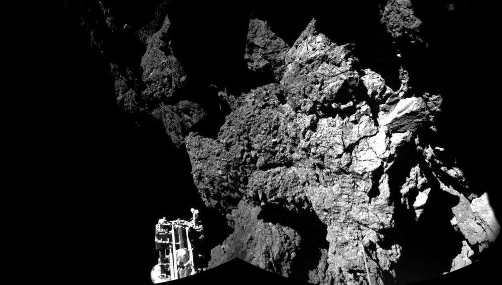 Una de las primeras imágenes que envió Philae desde la superficie del cometa el pasado mes de noviembre