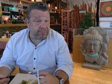 Alberto Chicote prueba las croquetas del Yatiri