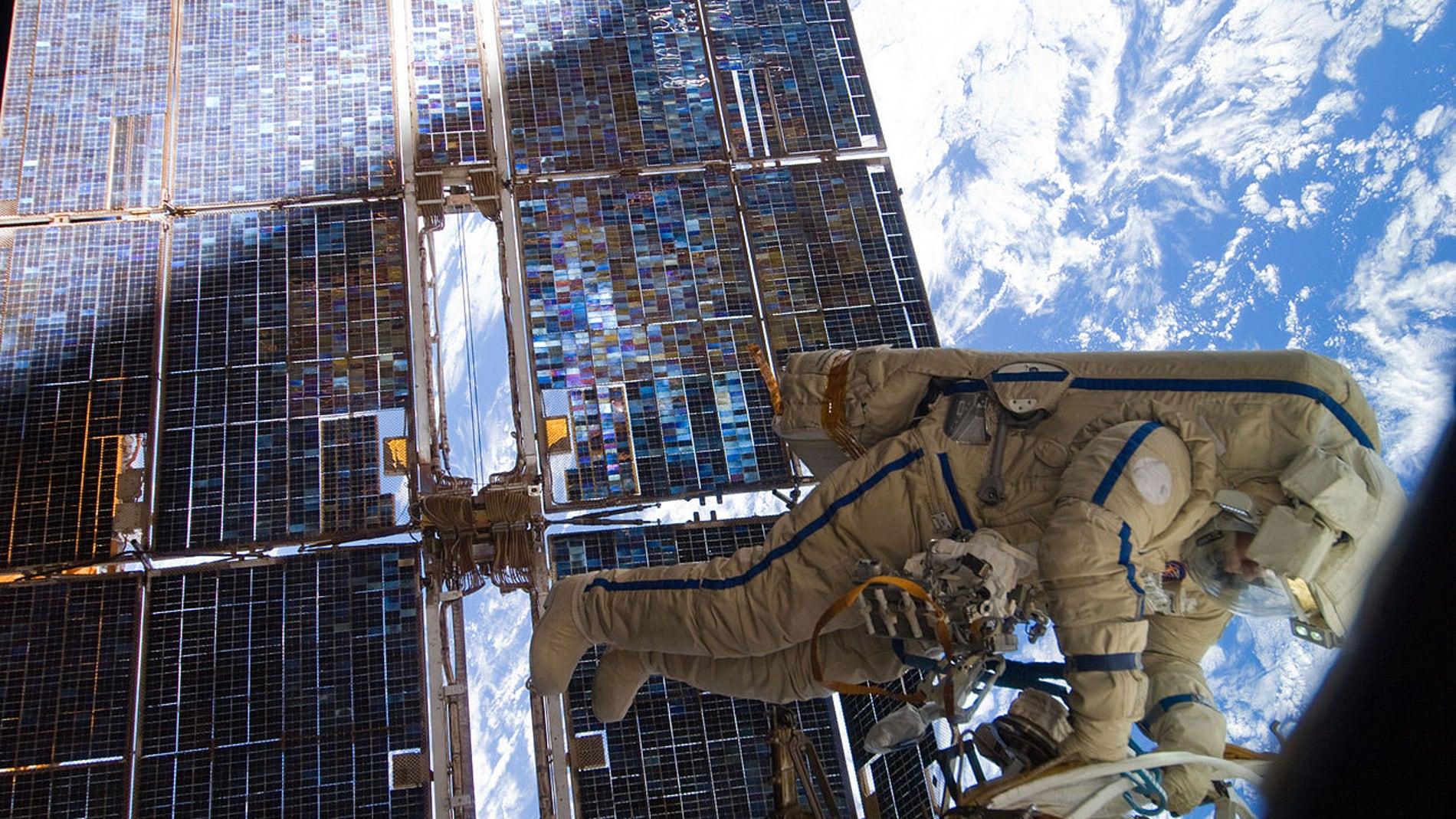 El astronauta Sergei Volkov en una misión extravehicular