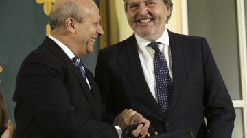 Íñigo Méndez de Vigo recibe la cartera de Educación de manos de José Ignacio Wert