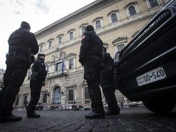 Varios policías italianos